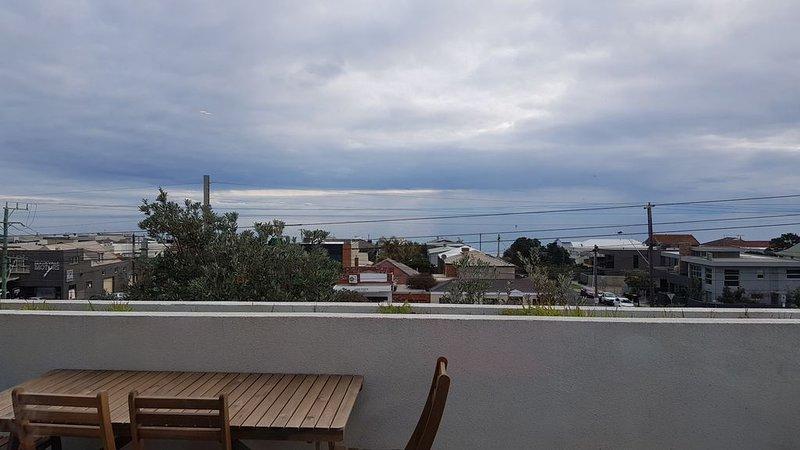 Beachfront Penthouse with uninterrupted water views, location de vacances à Frankston
