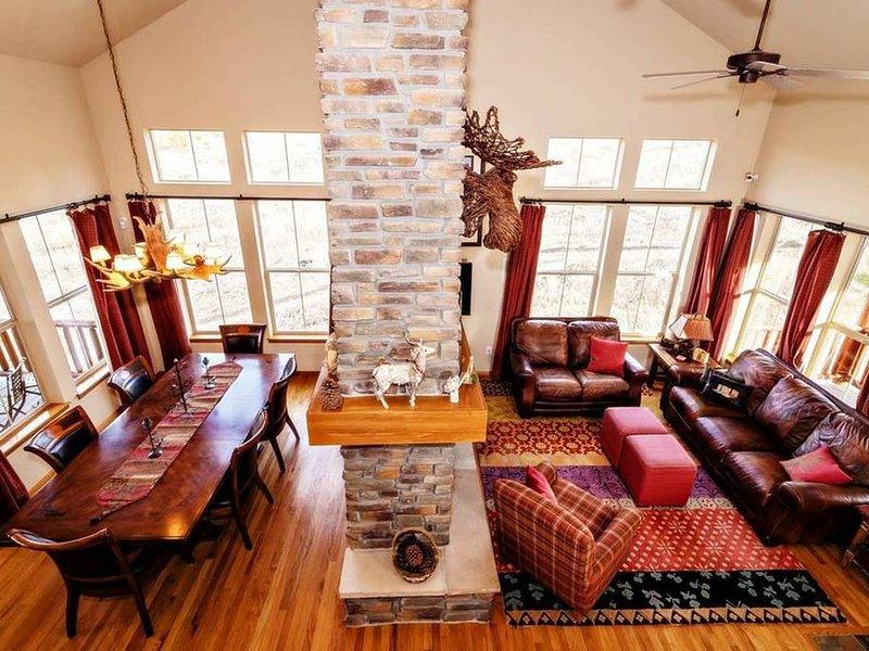 Beautiful spacious 5bd+Loft, 3ba, Ski-in/out Hot Tub & Deck..Great for Families, location de vacances à Granby