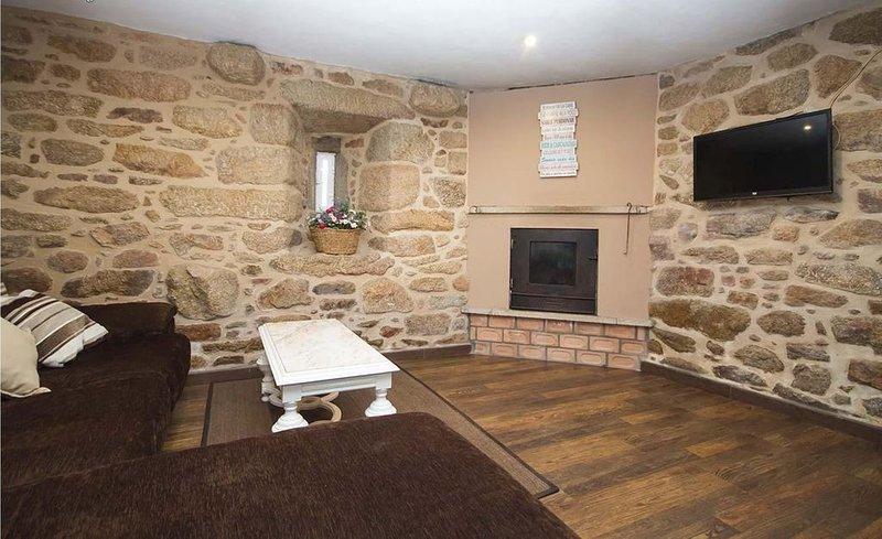 Casa - 3 Dormitorios con WiFi - 107749, holiday rental in Merexo