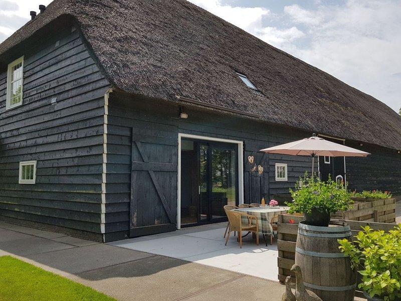 Stylish holiday home with sauna and enormous Zeeland barn, alquiler vacacional en Kamperland