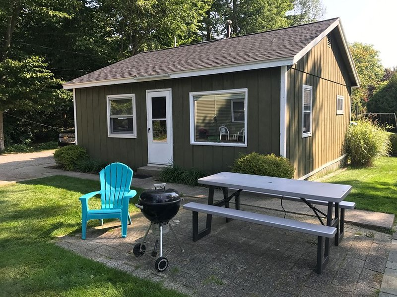 Sunset Beach Cottages #4 - Lake Michigan Shoreline, holiday rental in Twin Lake