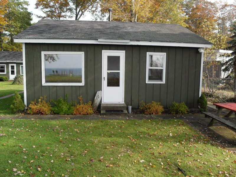 Sunset Beach Cottages #3 - Lake Michigan Shoreline, holiday rental in Twin Lake