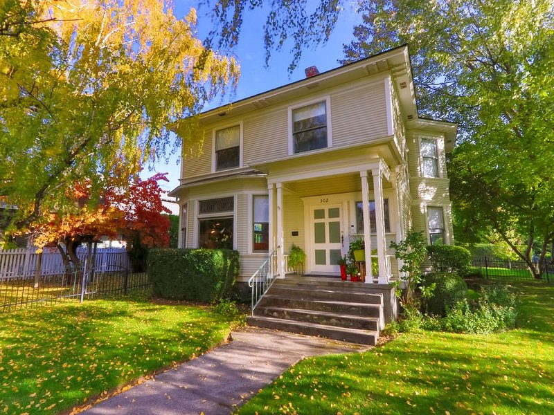 New Listing! Welcome to the Whitman House, holiday rental in College Place
