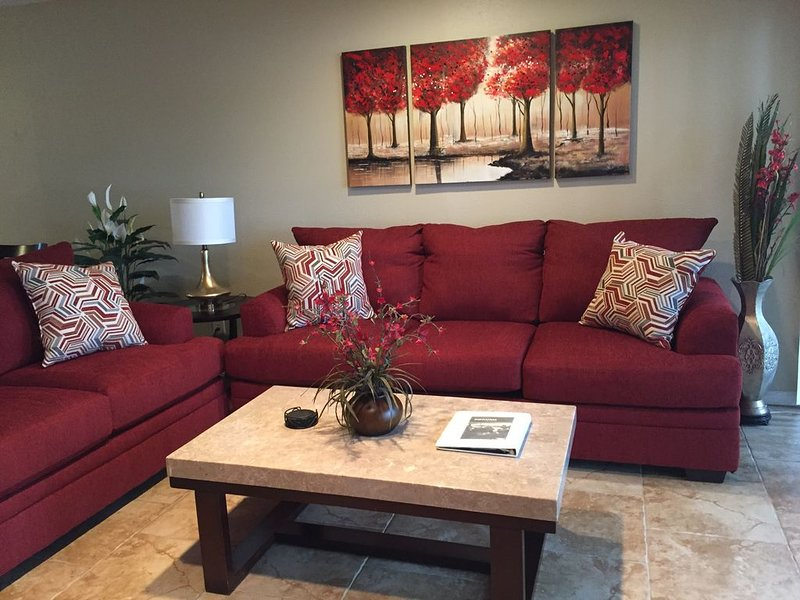 SERENE LAKEFRONT CONDO, FREE WIFI, WASHER, DRYER, GROUND LEVEL, NO STAIRS!!!, holiday rental in Montgomery