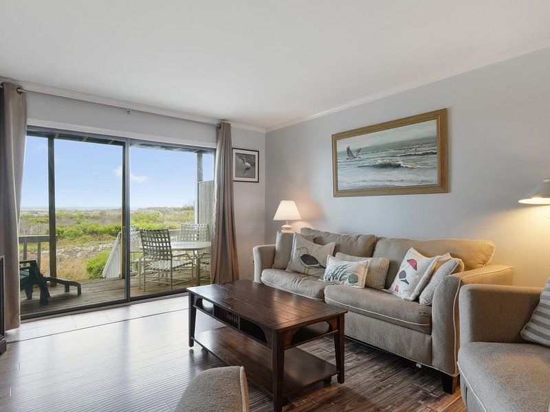Ocean Front with King bed and two decks!, holiday rental in Harbor Island