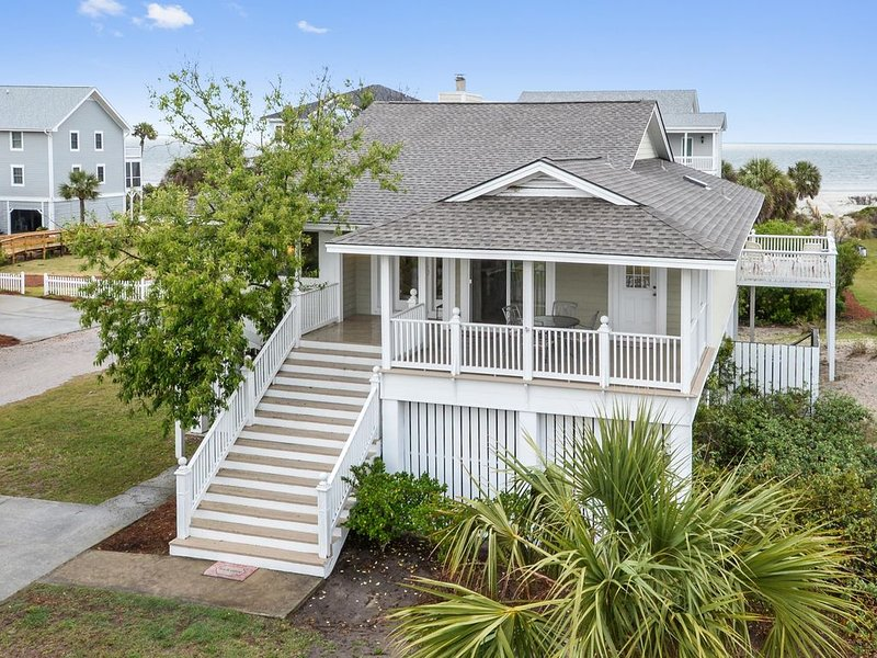 'Pet Friendly, Excellent Ocean View with Direct Beach Access!', holiday rental in Saint Helena Island