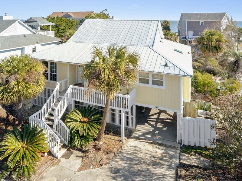 Second Row - Private Boardwalk - Ocean View and Pet Friendly, holiday rental in Harbor Island