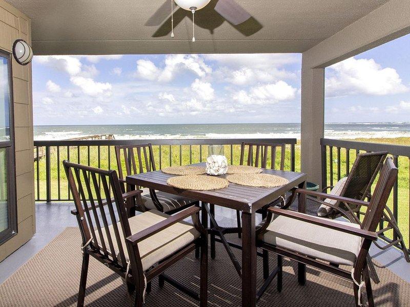 Direct Oceanfront Condo ~ Steps to the Beach & Restaurants! – semesterbostad i Vilano Beach
