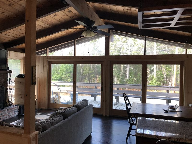1.2 Miles from Mount Snow On the Vast trail for Snowmobilers close to it all., location de vacances à Dover