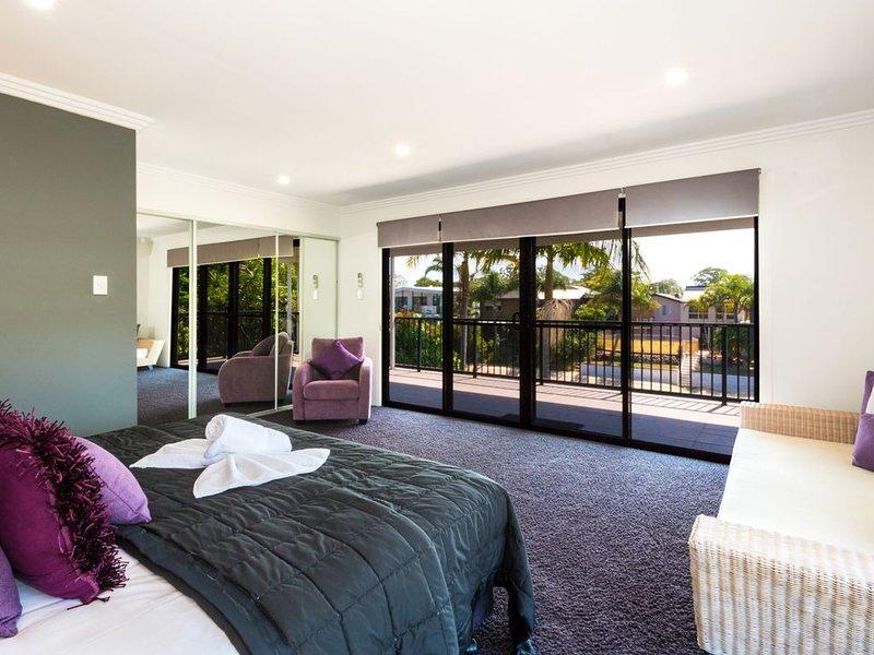 Bliss On Pearl Key - Broadbeach Waters, QLD, holiday rental in Benowa