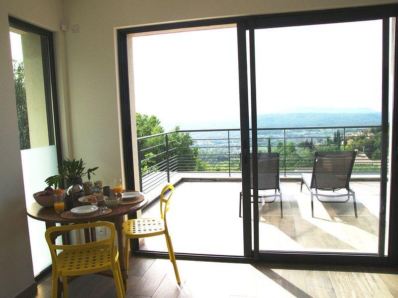 'Prana', belle suite tout confort chez l'habitant,  avec piscine et jardin, location de vacances à Montauroux
