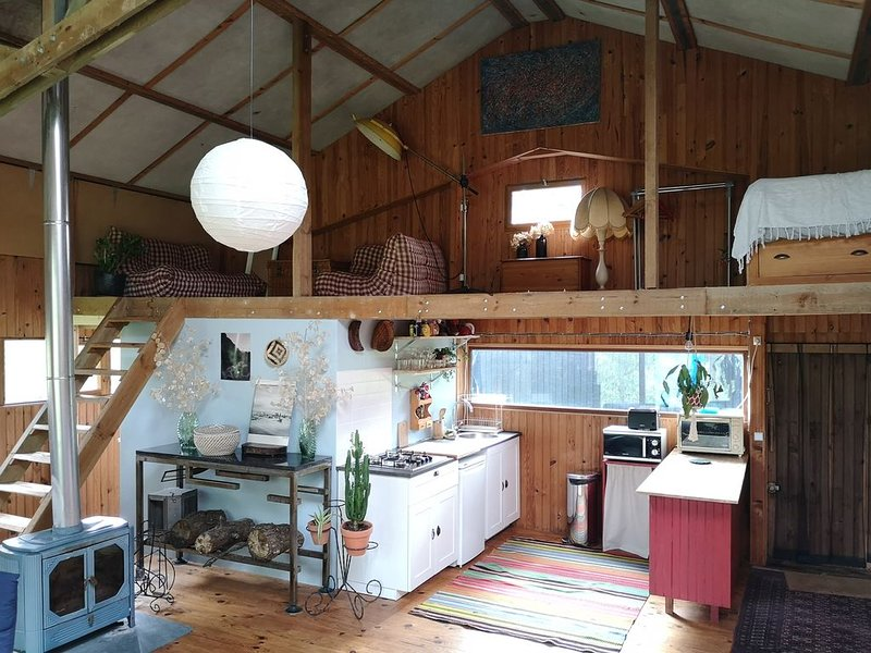Grange atypique en pleine nature  à 5 min de la mer, holiday rental in Bretteville-Saint-Laurent