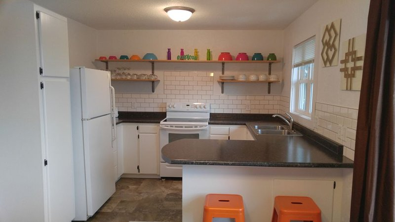 Sparkling Clean 3 Bed Home * 30% Off Your Stay, vacation rental in Bismarck