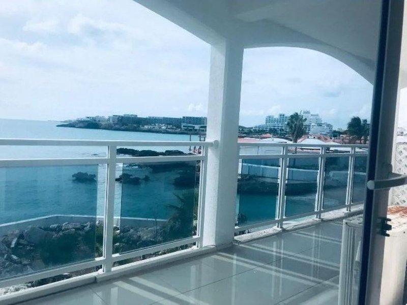 Modern Sunset Beach 2-bedroom Condo, holiday rental in Maho