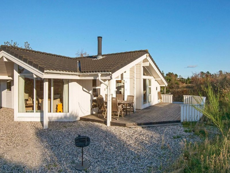Pretty Holiday Home in Jutland with Terrace, location de vacances à Knebel