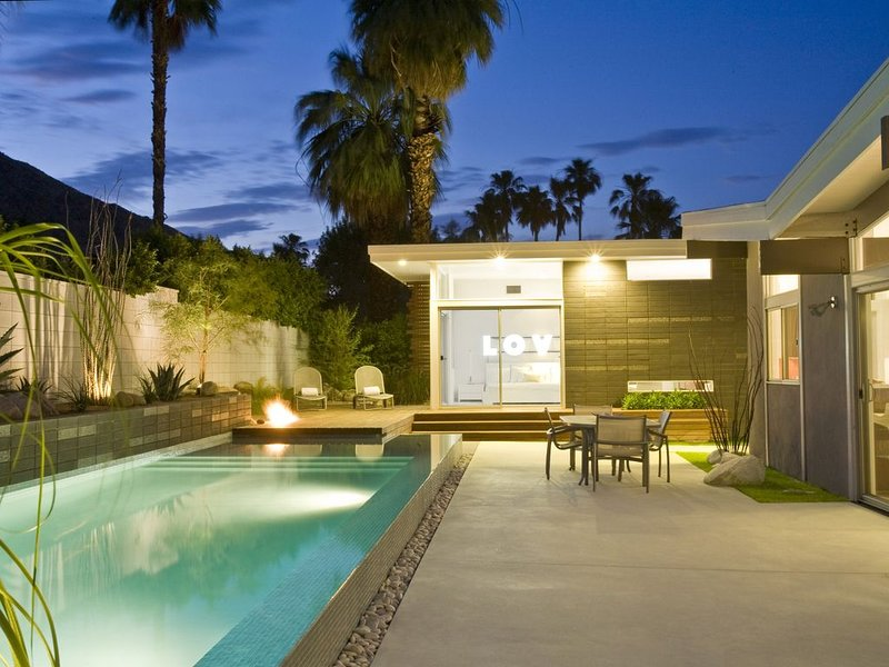 The Butterfly Home, Ideal Downtown Historic Tennis Club location, holiday rental in Palm Springs