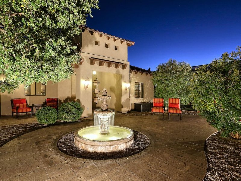 Golf & Baseball Batting Cage/ Hot Tub/ Luxurious Living/ Private, Gated, Quiet, holiday rental in Scottsdale
