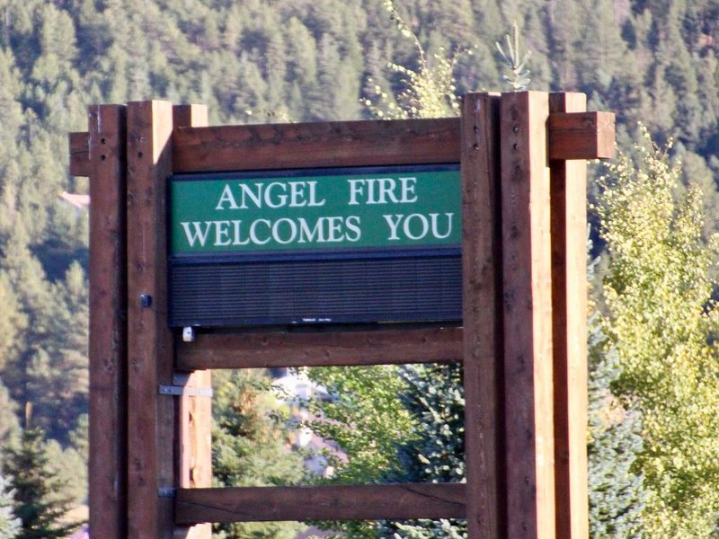 3 Bedroom/3 Bath Condo Close to Lifts, vacation rental in Angel Fire