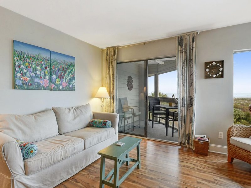 Fabulous ocean view + Pet Friendly and king bed!, holiday rental in Harbor Island