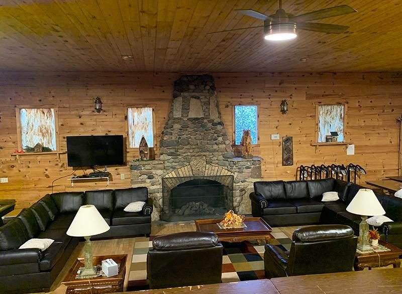 Family friendly Lodge with hot tub, wifi, cable & much more!, location de vacances à Gladstone