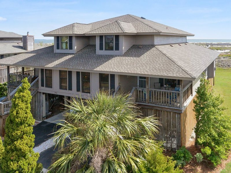 Ocean Front Pet Friendly Duplex With Screened Porch!, holiday rental in Saint Helena Island