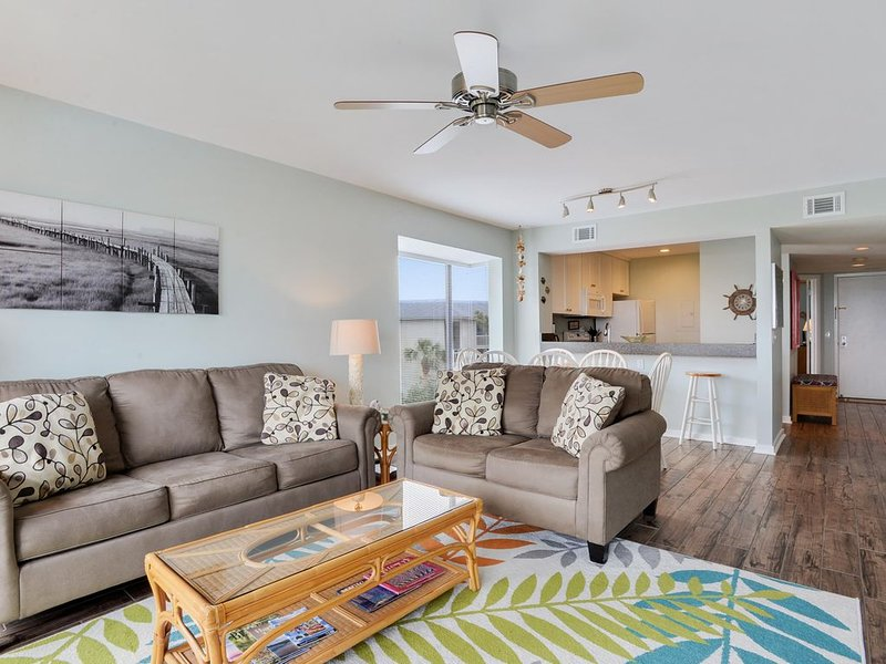 Ocean View Villa by the Sea ~ Expansive Ocean Views ~ Pet Friendly, holiday rental in Harbor Island