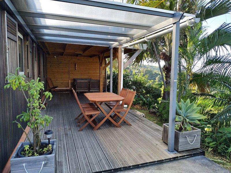 Maison/ Lounge des hauts / avec vue Océan & Nature classée 3 étoiles, holiday rental in Etang-Sale les Hauts