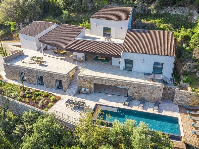 Villa d'architecte authentique et luxueuse 350m2, location de vacances à Pigna