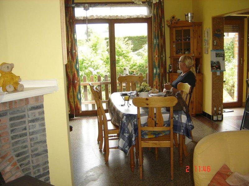 Villa deux chambres pour 6 personnes à 300m de la mer TOUT CONFORT, aluguéis de temporada em Koksijde