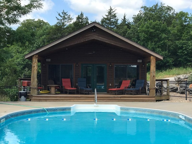 Big Woods- Sleeps 12, w/ Pool, Next to Marina, Quiet side of Lake, Roaring River, vacation rental in Eagle Rock