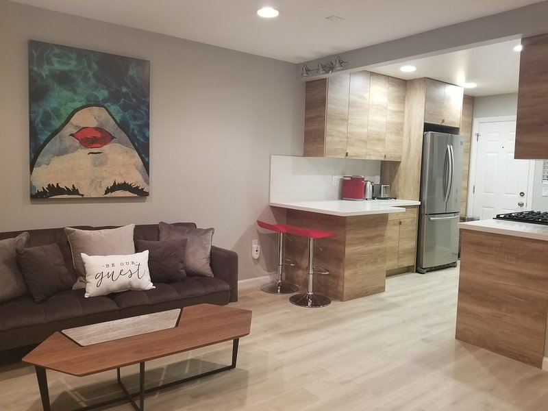 Luxury 5-Star Fully Sanitized No-Contact Entry!, vacation rental in Sunnyvale