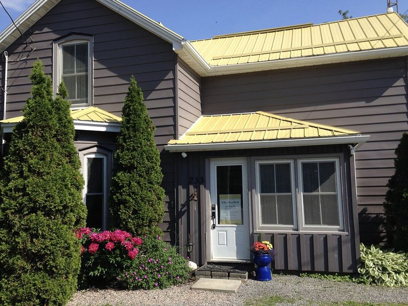 YELLOW ROOF B&B - Located In The Heart Of Prince Edward County, alquiler vacacional en Prince Edward