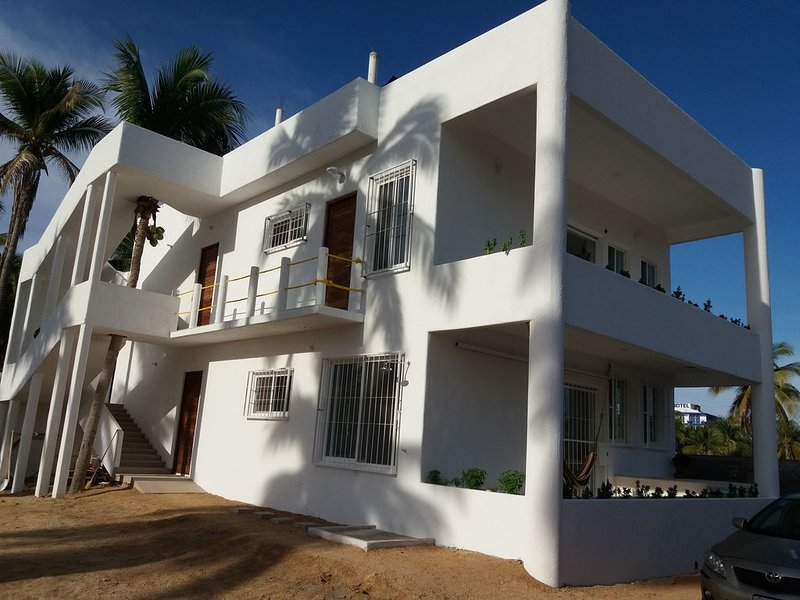 Amplio y moderno apartamento suite para hasta 6 personas, aluguéis de temporada em Petatlan
