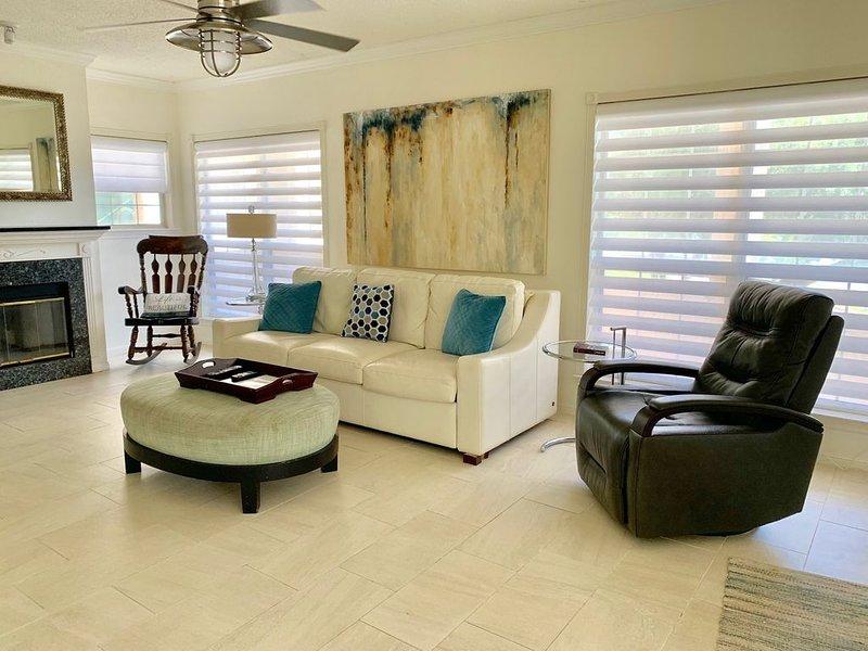 VILLA 2109 - Spacious & Remodeled 1 Bedroom - 1 1/2 Bath (2 King Beds), casa vacanza a Lago Vista