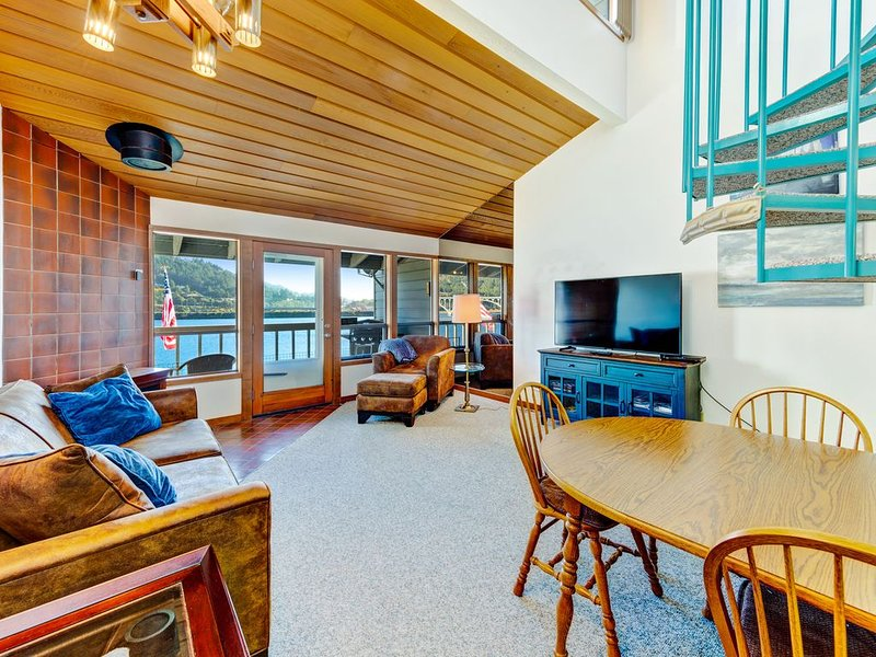 Dog-friendly, riverfront condo w/ a full kitchen & stunning views, vacation rental in Ophir