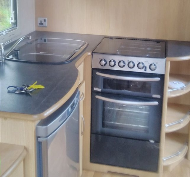 Beautiful Caravan  in a lovely location near entrance of Portmeirion Drive, holiday rental in Prenteg
