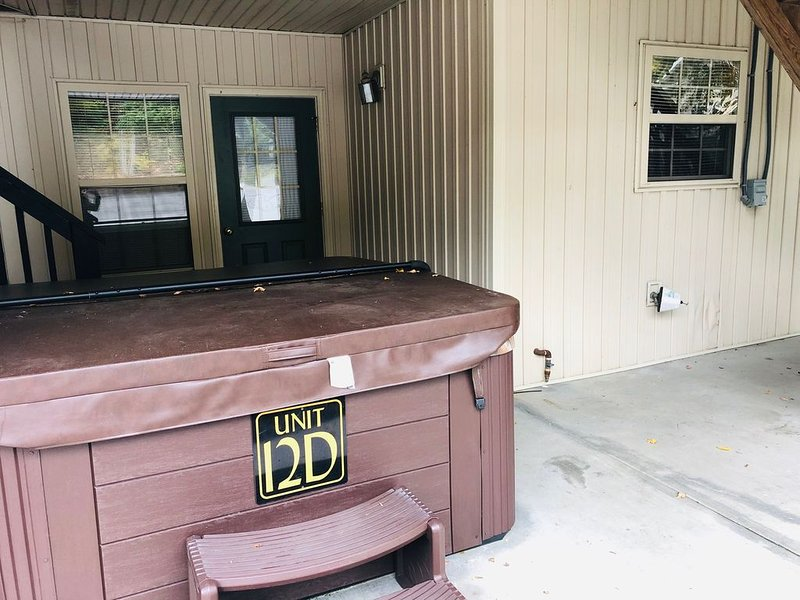 2 Bedroom Condo, Deck, BBQ Grill, Hot Tub, Country Porch Rockers, Sleeps 16, vakantiewoning in Sevierville