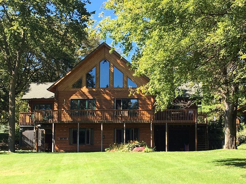 Amazing Lake Home Great For Families And Friends!, holiday rental in Waite Park