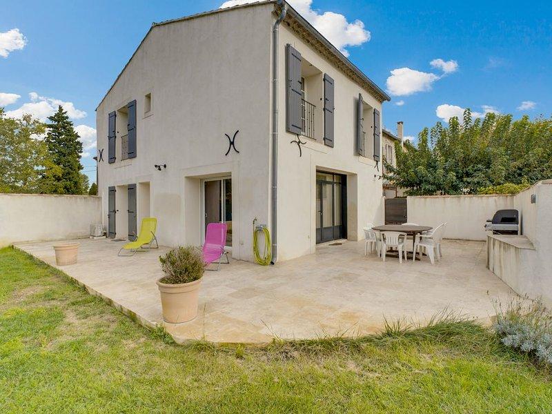 MAS DE JONQUERETTES pour 8 personnes avec piscine, holiday rental in Saint Saturnin les Avignon