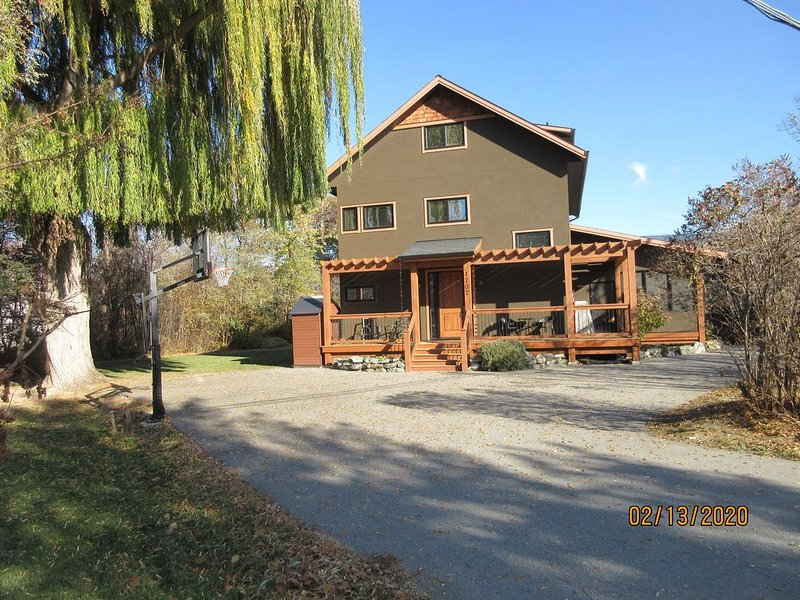 Beach Access Home Near Penticton.  All Bedrooms W/ Ensuite, aluguéis de temporada em Summerland