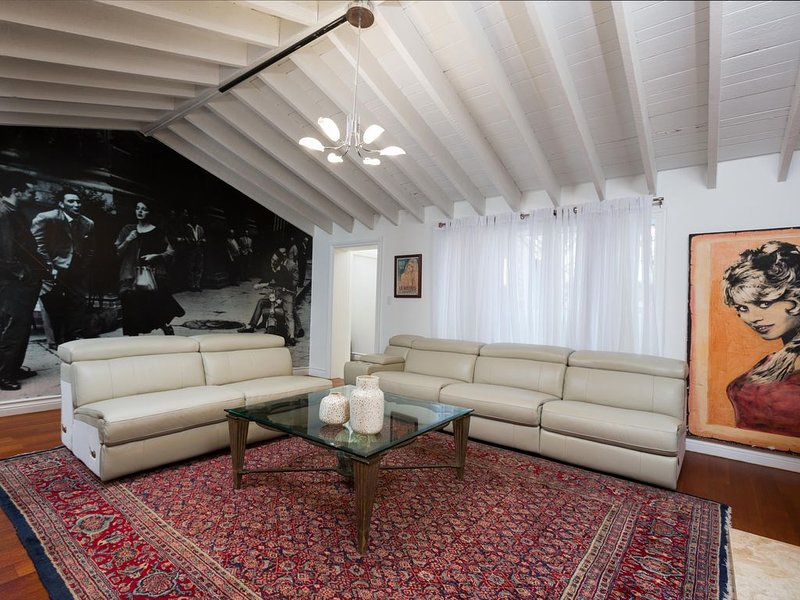 Beautiful Home In The Heart Of Beverly Hills, holiday rental in Beverly Hills