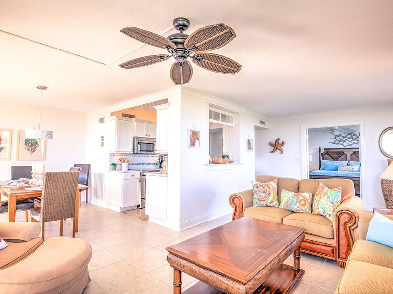 Newly Renovated 4th Floor Condo Directly Across For The Siesta Key Beach, holiday rental in Sarasota