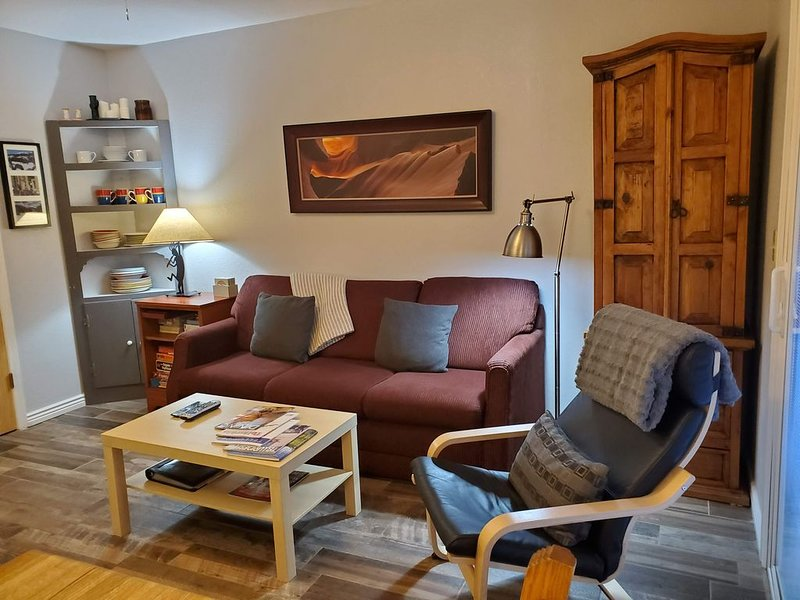 UPDATED! WALK-OUT PATIO ADJ TO RIVER TRL, #112,  HOT TUB/POOL, VIEWS!  A JOY!, Ferienwohnung in Telluride