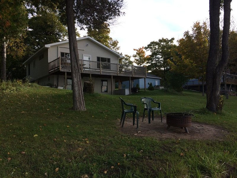 Newly Remolded Lake Front Cottage On S. Manistique Lake, Great Views And Fishing, holiday rental in Curtis