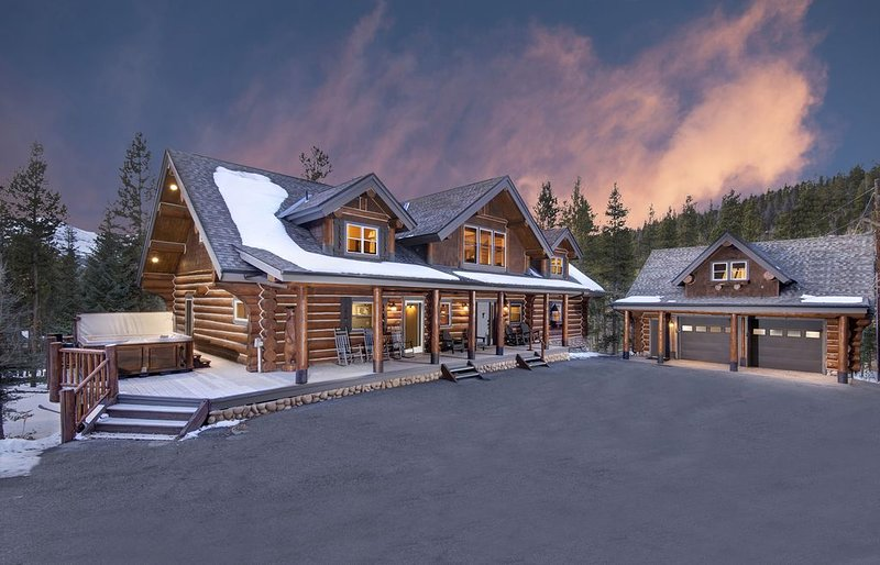 Stunning Mountain Residence offering Privacy, Views & Outdoor Hot Tub!, vacation rental in Breckenridge