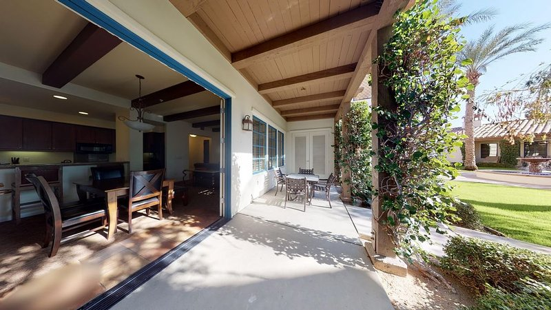 Downstairs Two Bedroom Villa a Short Walk to the Main Pools and Fitness Center!, holiday rental in La Quinta