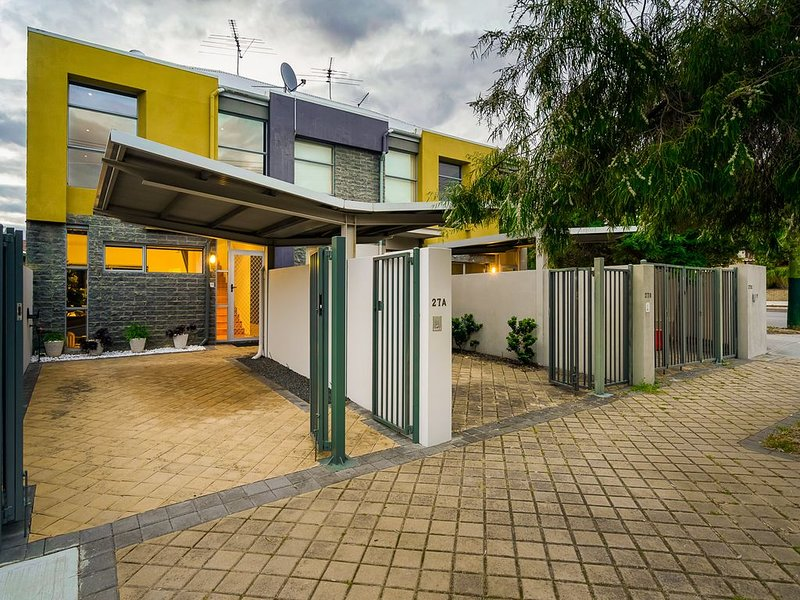 The Townhouse - Your Home Away From Home, vacation rental in North Perth