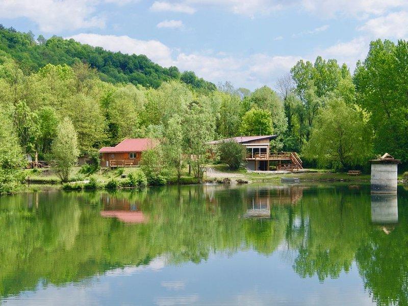 Chalet*** de pêche au bord d'un étang + bain nordique, holiday rental in Les Avenieres