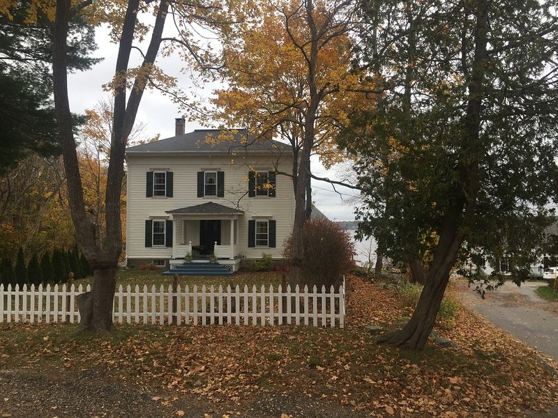 Elegant Waterfront Home in Bath with Dock, vacation rental in Bowdoinham