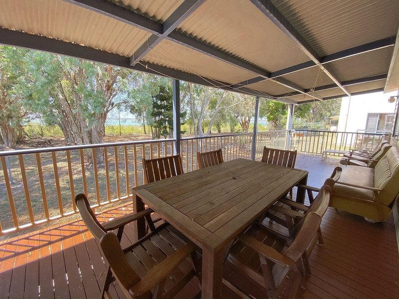 On The Bank - Burrum Heads- Riverfront- 3BR- Aircon, holiday rental in Burrum Heads